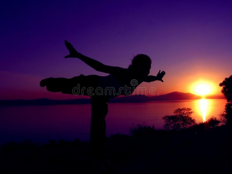 йога 5 заходов солнца стоковая фотография