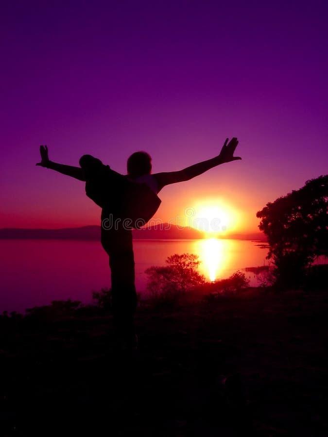 йога 7 заходов солнца стоковые фотографии rf