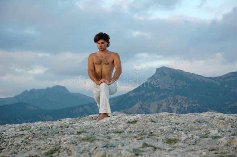йога virabhadrasana hatha 3 стоковые изображения rf