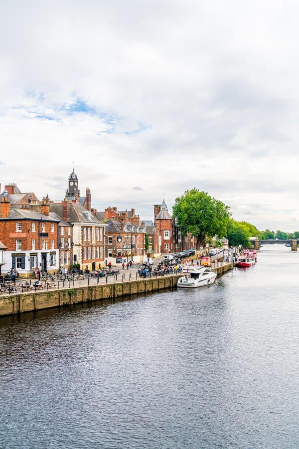 Йорк, Йоркшир, Великобритания - SEP 3, 2019: Йорк Сити с рекой Оуз в Великобритании стоковое фото rf