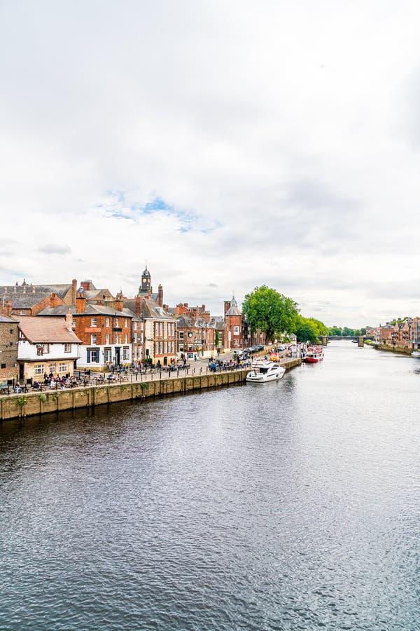 Йорк, Йоркшир, Великобритания - SEP 3, 2019: Йорк Сити с рекой Оуз в Великобритании стоковая фотография rf