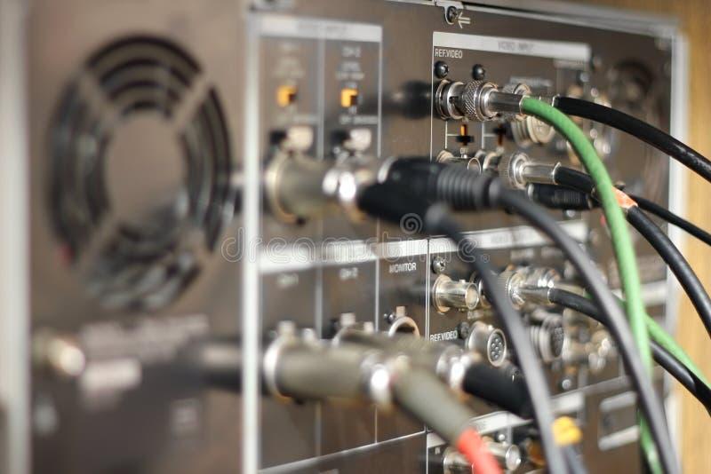 Кабели и проводы на приборе TV стоковое фото