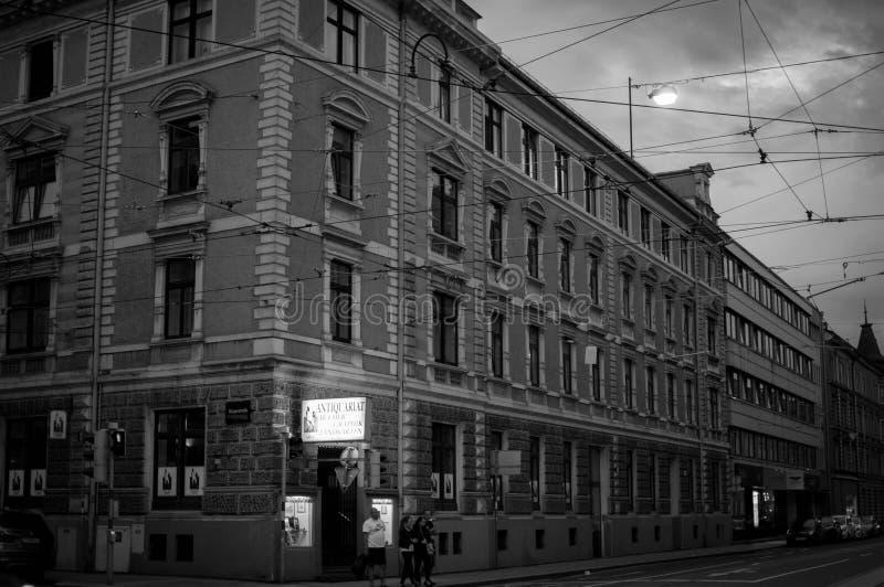 Кабели трамвая Инсбрука стоковая фотография