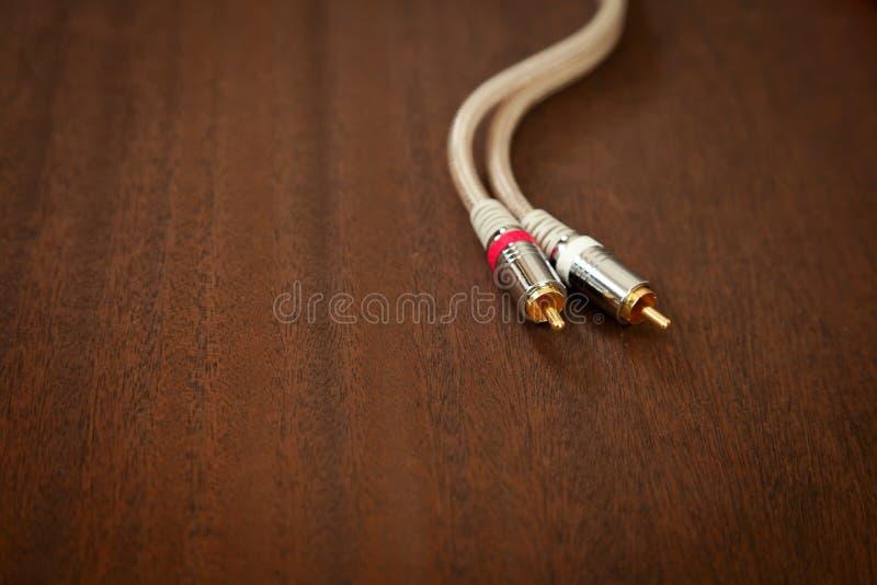 Кабель аудиопровода между компонентами с кабелем RCA Male Plug стоковые фото
