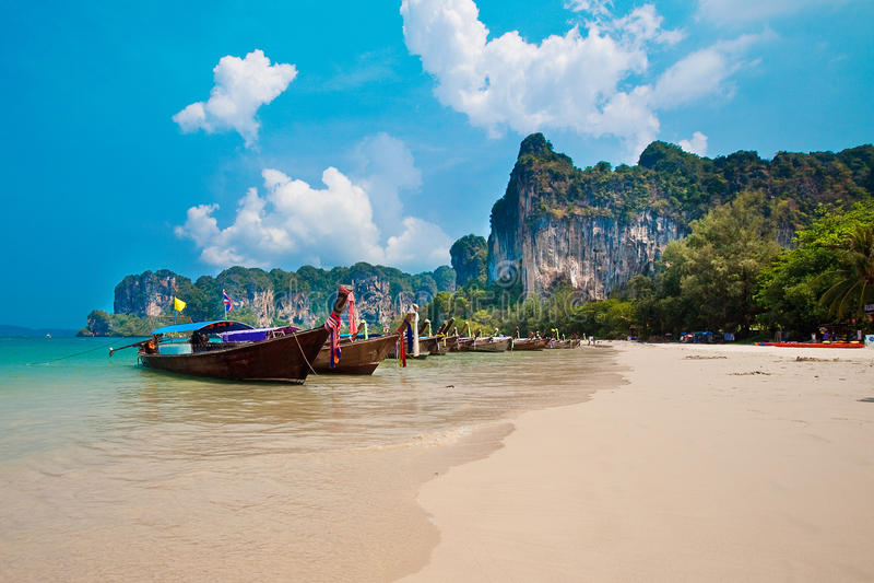 кабель Таиланд шлюпок залива длинний railay стоковая фотография