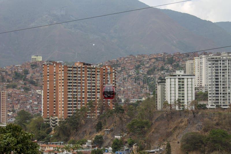 Кабел-кран увиденный от Palo Verde в Каракасе, Венесуэле стоковое фото rf