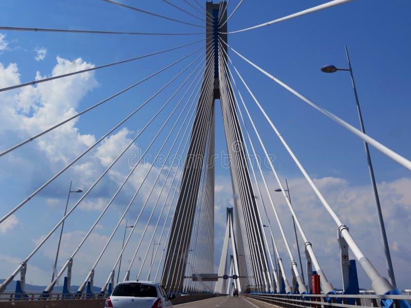 Кабел-остали мост в Патрасе стоковые изображения rf