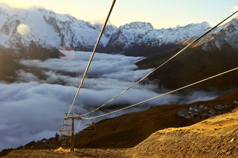 Download Кабел-кран в горах стоковое изображение. изображение насчитывающей высоко - 81814511