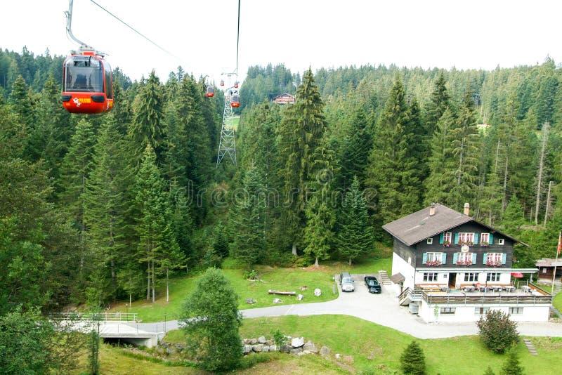 Кабел-кран держателя Pilatus на швейцарских горных вершинах стоковые фотографии rf