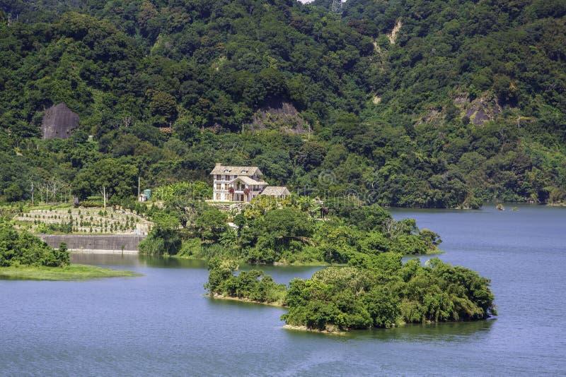 Кабина берега озера стоковые изображения rf