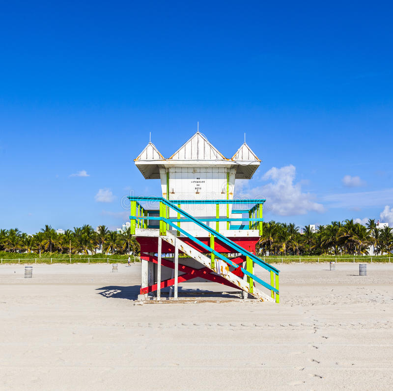 Кабина личной охраны на пустом пляже, Miami Beach, Флориде, США, safet стоковые фото