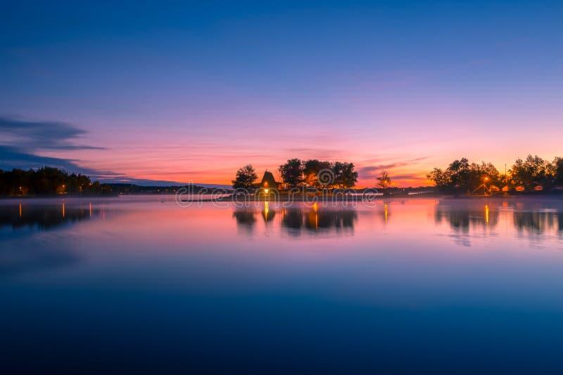 Кабина озером стоковые изображения rf