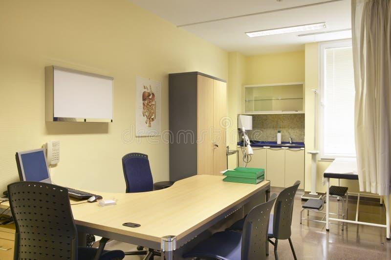 Кабинет врача доктора больницы Оборудование здравоохранения Медицинское лечение стоковые изображения rf