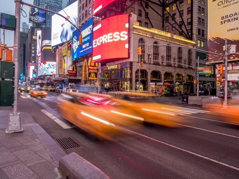 Кабины желтого цвета города Йорка, Таймс площадь стоковые фото