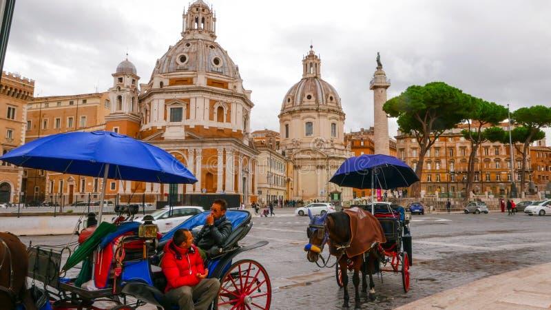 Download Кабины нарисованные лошадью на аркаде Venezia в пассажирах Рима ждать Редакционное Изображение - изображение насчитывающей sightseeing, движение: 81808300