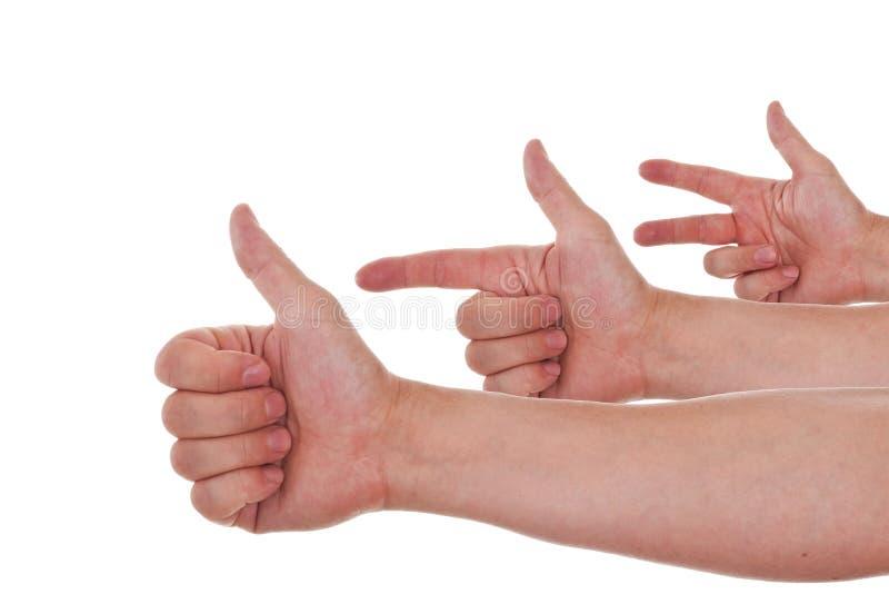 кавказец подсчитывая руки одно 3 к стоковое изображение