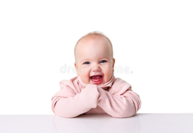 Кавказский младенец в свитере на изолированном космосе таблицы emty стоковое изображение rf