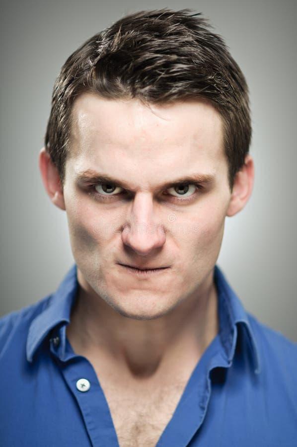 Кавказский портрет выражения гнева человека стоковая фотография rf