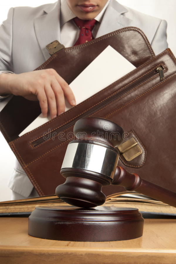 Кавказский юрист в суде стоковые фото