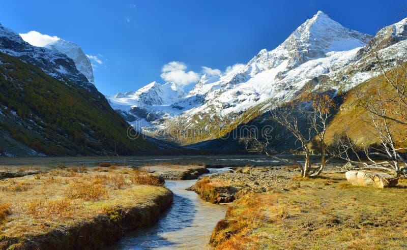 Кавказ в осени стоковая фотография rf