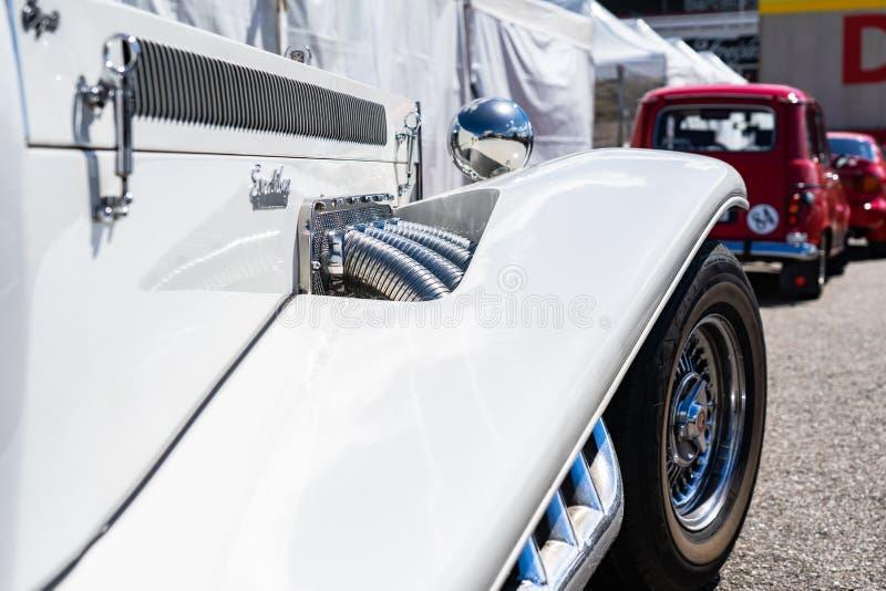 Кадиллак Excalibur в montjuic шоу автомобиля цепи Барселоны духа стоковое изображение