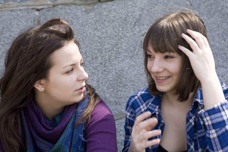 каждо девушки другое говорят предназначенное для подростков урбанское стоковые фото