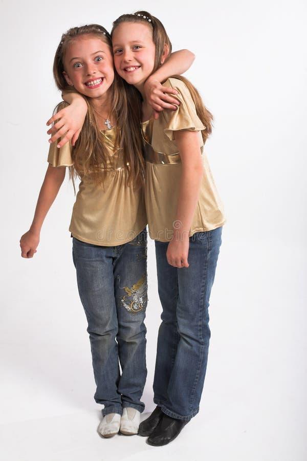 каждо девушки обнимая немного другие 2 стоковые фото
