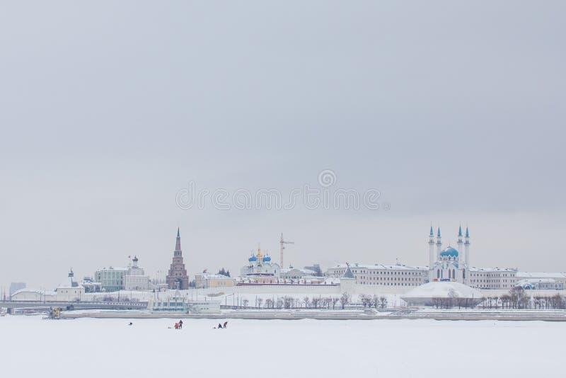 КАЗАНЬ, РОССИЯ - 19-ОЕ ЯНВАРЯ 2017: Кремль на зимнем дне снега стоковые фотографии rf