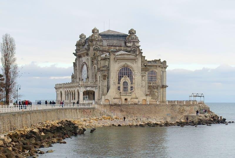 Казино в скале моря Constanta Румынии стоковые фотографии rf