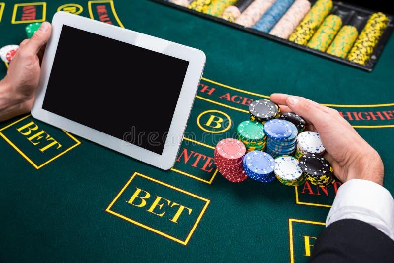 Интернет казино с кем я играю б у аттракционы и игровые автоматы