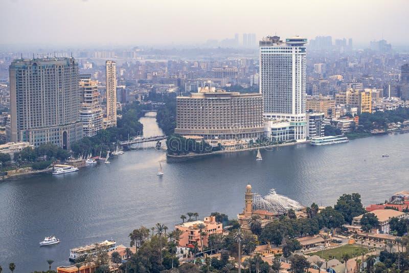11/18/2018 Каиров, Египет, панорамный вид централи и части дела города от смотровой площадки на самом высоком towe стоковые изображения rf