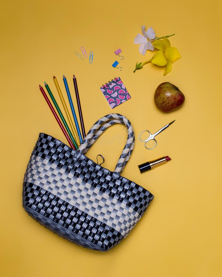 Какое ` s в вашей сумке? стоковое фото