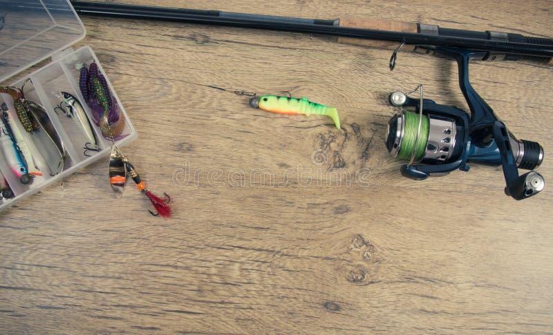 как премудрость людей рыболовства оборудования Закручивая метод Место для надписи стоковое изображение rf