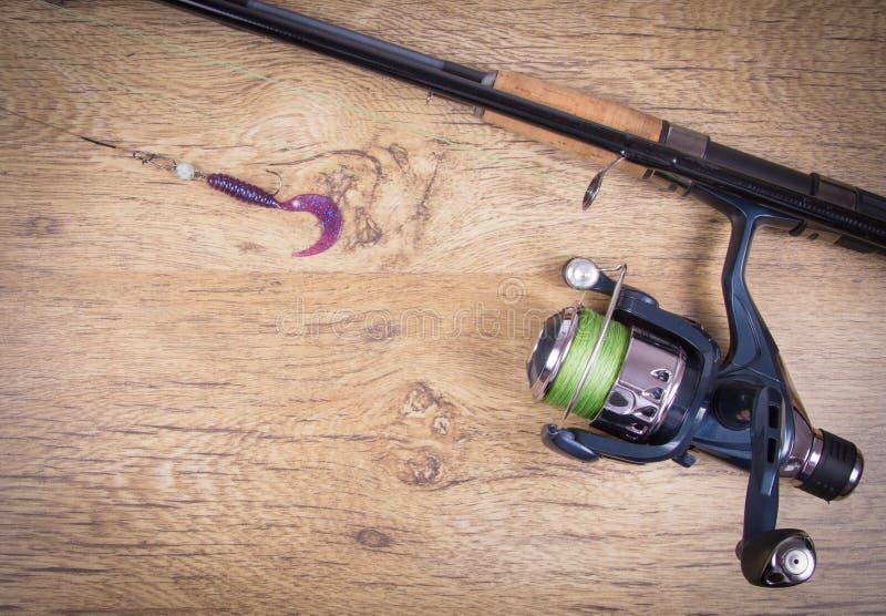 как премудрость людей рыболовства оборудования Закручивая метод Место для надписи стоковые изображения rf