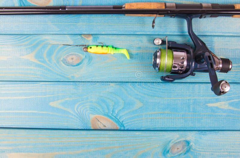 как премудрость людей рыболовства оборудования Закручивая метод Место для надписи стоковая фотография rf