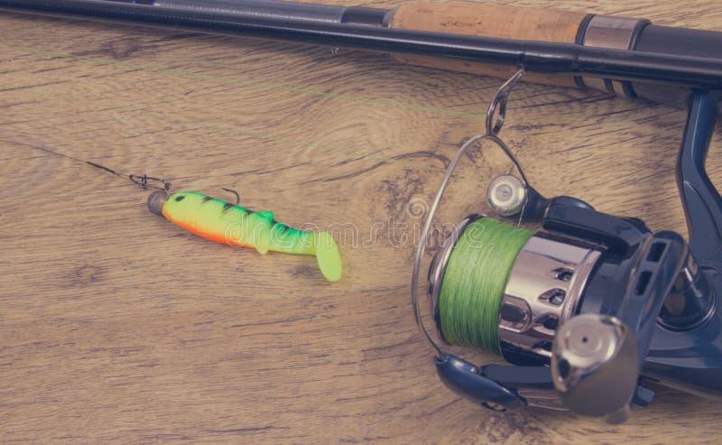 как премудрость людей рыболовства оборудования Закручивая метод Место для надписи стоковое фото