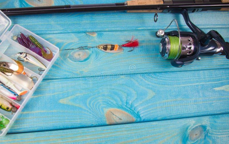 как премудрость людей рыболовства оборудования Закручивая метод Место для надписи стоковая фотография