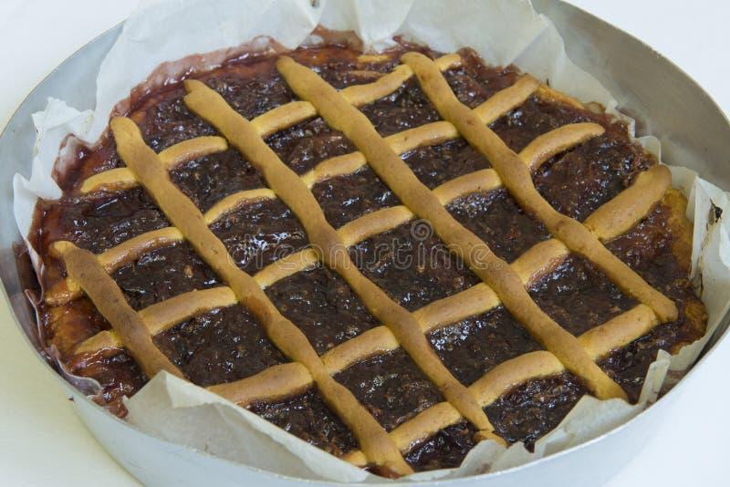 Как раз сваренный пирог с вишнями Итальянский торт стоковые изображения rf