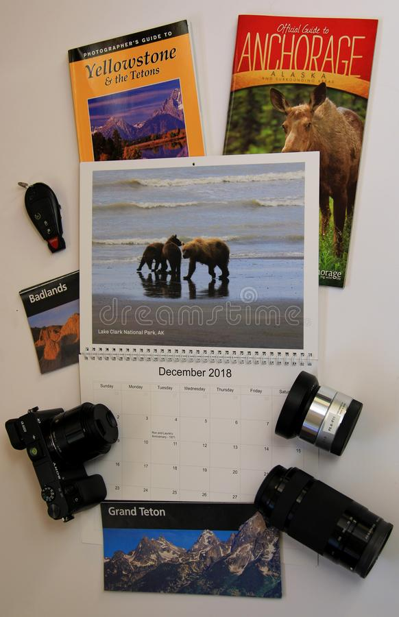 Календарь перемещения с брошюрами Йеллоустона & Аляски стоковые фото