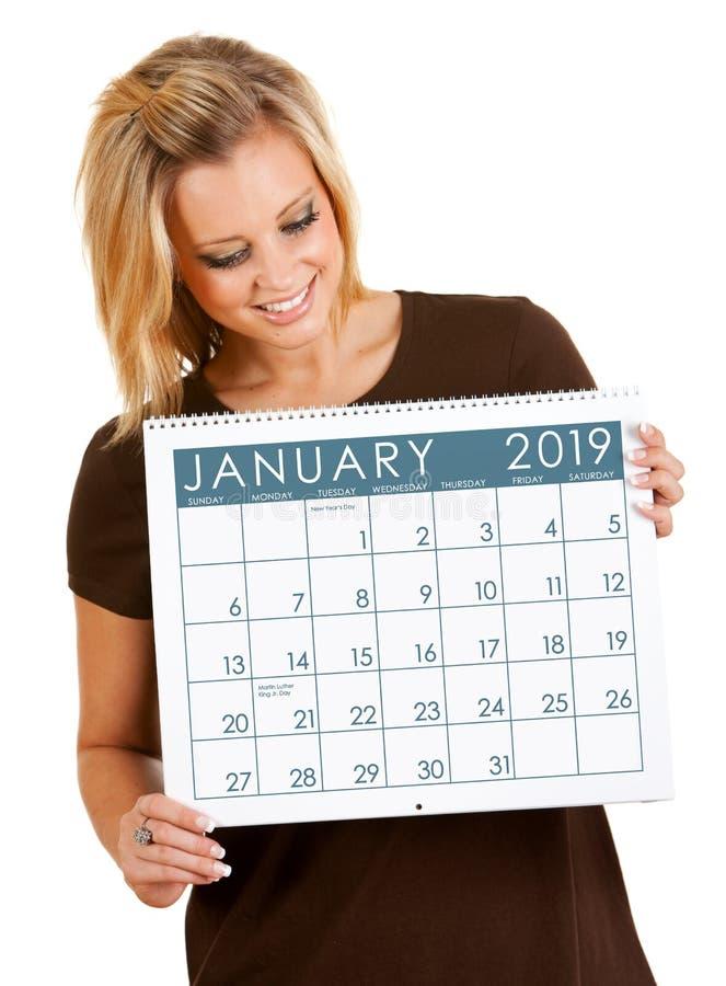 Календарь 2019: Удержание календаря в январе стоковые изображения