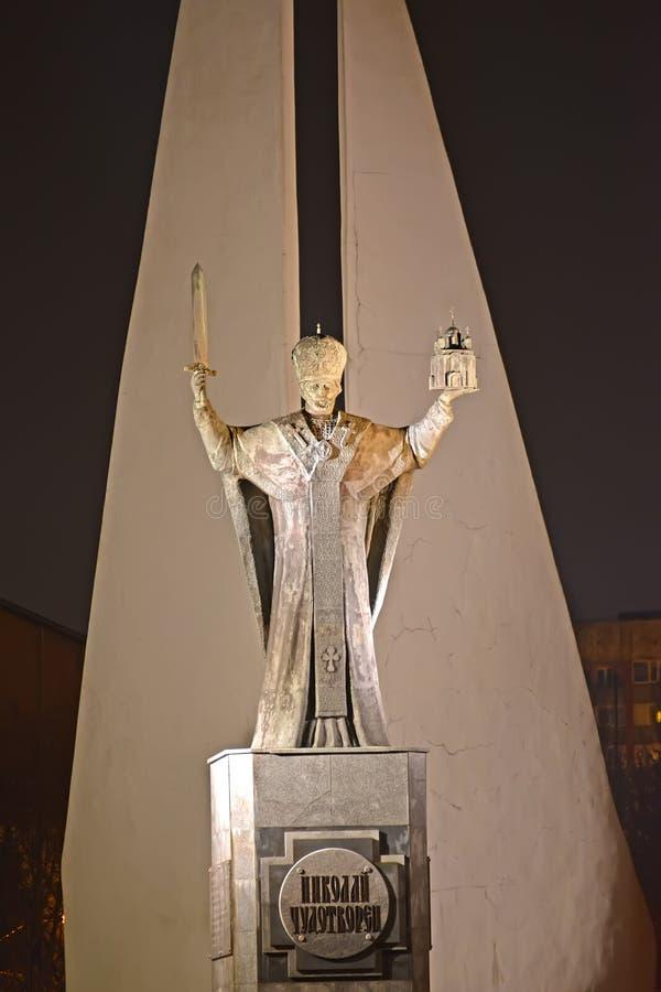 Калининград, Россия Памятники к Николасу Wonderworker и умерли рыболовы в вечере стоковое фото