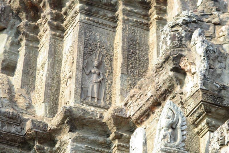 Камбоджа двигает под углом группы Angkor Wat Roulos стоковые фотографии rf