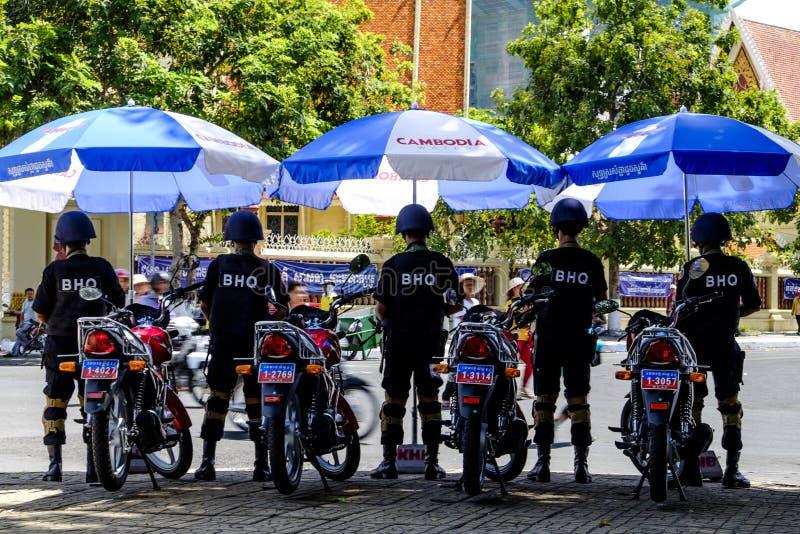 Камбоджийская полиция на патруле для фестиваля воды стоковое изображение