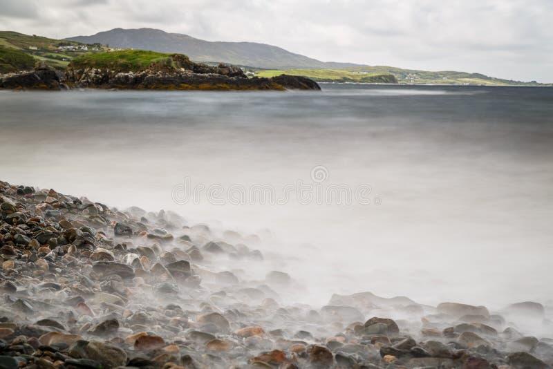 Каменистый пляж стоковое изображение rf