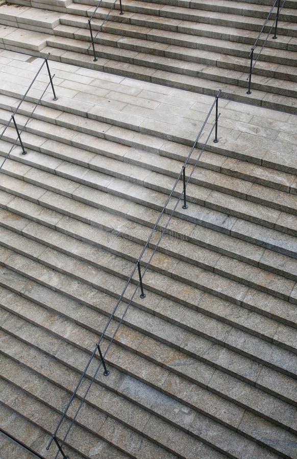 Каменная картина лестниц с перилами стоковые изображения