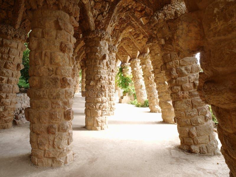 Каменная колонка