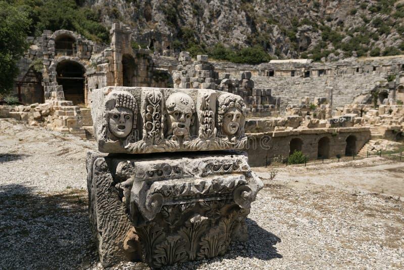 Каменная маска на этапе в театре Myra, Турции стоковое изображение