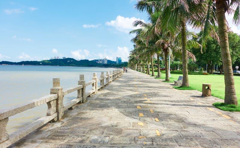 Каменная дорога seashore стоковая фотография