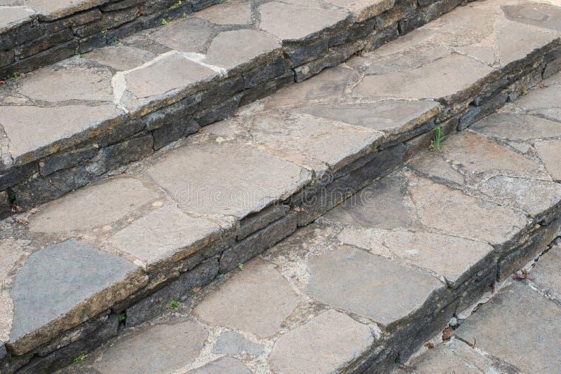 Каменная перспектива лестниц - естественные каменные шаги, staircway стоковое фото