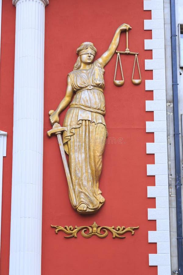 Каменная скульптура масштабов удерживания дамы, символ сброса правосудия стоковые фото